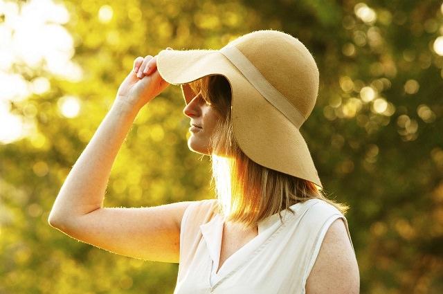 帽子で頭皮がかぶれる原因と対策とは?