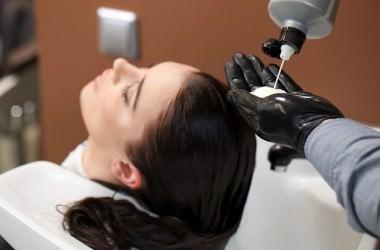 意外と危険!シャンプーに含まれる成分が髪に与える影響とは?