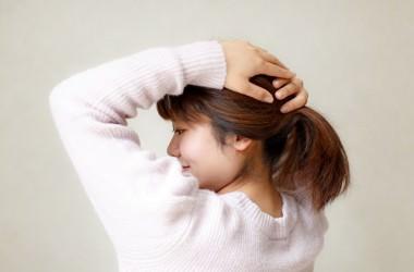 アップヘアで髪を引っ張りすぎるとシワの原因になるの?