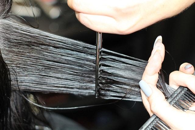 切る 自分 を の 髪 自分で前髪を切っても失敗しない!美容師が教える「最低限のコツ」