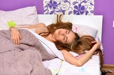 朝起きた時に髪が絡まらない眠り方とは?