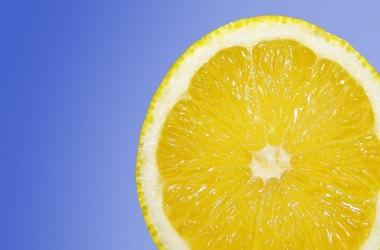 髪に良いレモンでリンスを作ろう!