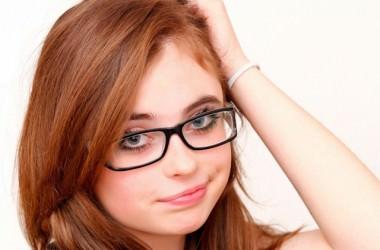 メガネをかけ続けると頭皮を固くさせてしまうの? ヘアケア講座 頭皮ケア(スカルプケア)