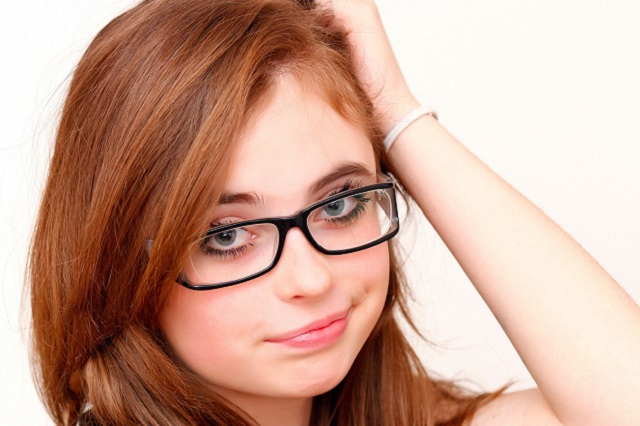 メガネをかけ続けると頭皮を固くさせてしまうの?