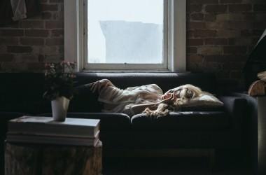 睡眠中の空気と髪の関係とは?
