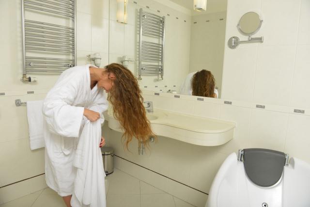 お風呂上がりに頭皮の皮が剥けてしまう理由とは