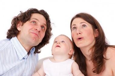 頭皮の皮脂は年齢や性別によって分泌量が変わるの? ヘアケア講座 頭皮ケア(スカルプケア)