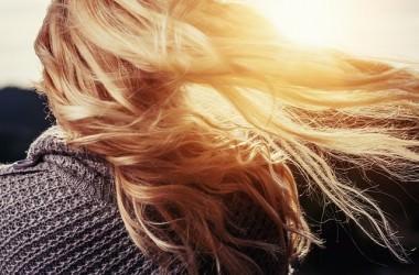 ヘアオイルを使わずに髪をまとめる方法とは?