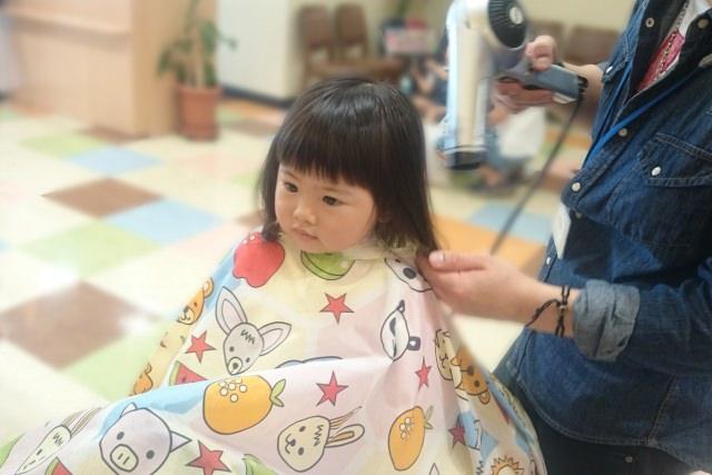 温風だと子供が嫌がる…子供のヘアドライの仕方とは