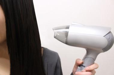 髪を乾かす際のドライヤーのベストな風量は?強風?弱風? ヘアケア講座