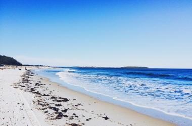 海辺の砂の髪に与える影響とは