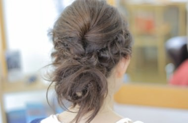 頭皮にダメージを与えない髪のまとめ方