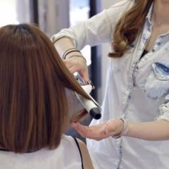 ダメージレス!コテを使わずに髪を巻く方法
