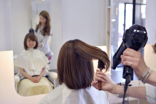 どうして美容師さんにしてもらうブローはあんなにサラサラにまとまるの?