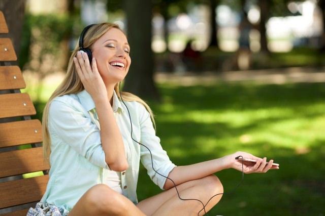 音楽を聴くことは髪にとってどういう恩恵があるのか