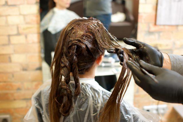 白髪染めと普通のヘアカラーは併用できるの?