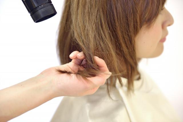 髪を傷めないドライヤー方法
