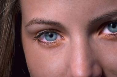 頭皮マッサージで目のたるみがとれる? ヘアケア講座 頭皮ケア(スカルプケア)