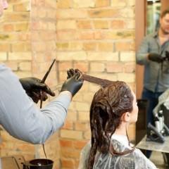 市販のヘアカラーで染まらない!染まりが悪い理由と対策
