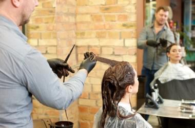 濡れた髪にカラー剤をつけないのはなぜ?