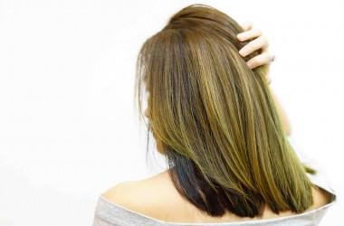 色落ちした髪の黄ばみは補色で改善