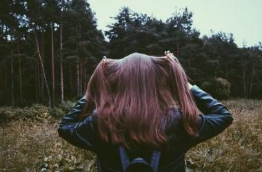 秋に抜け毛が増えるのはどうして?