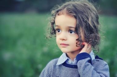 子供の髪をヘアアイロンで巻くのは良くないの?