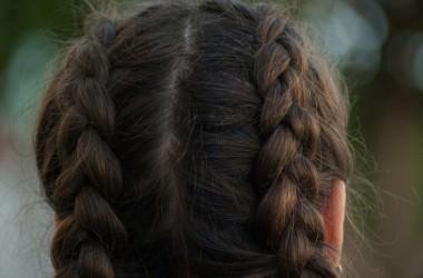 三つ編みをして寝るのは髪に良い?