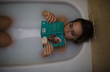 お風呂で髪を結ぶのはダメージに繋がる!?