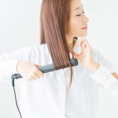ストレートアイロンで綺麗に髪を巻く方法