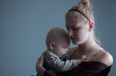 出産後の抜け毛がひどい…原因と対策は? ヘアケア講座
