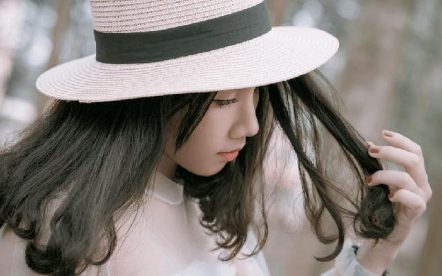 髪を触りすぎることによる髪の影響