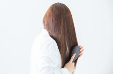 髪がくしに引っかかるときの対処法