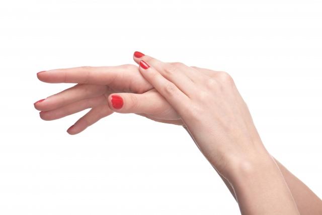 伸びすぎた爪でシャンプーするのはよくない?