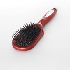 髪を綺麗にするブラシとくしの使い分け方