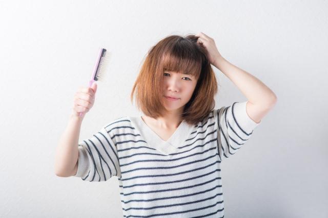 からまった髪を傷つけずにほどく方法