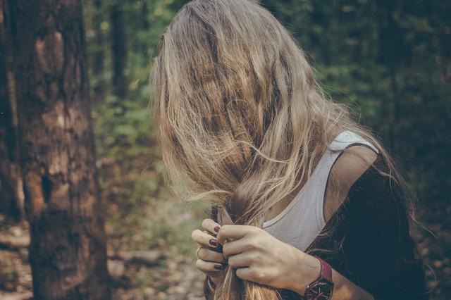 アイロンで硬くなった毛先は切るしかない?