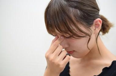 くまの原因と睡眠不足の関係は?