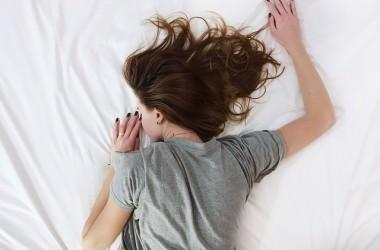 しわの原因と寝不足の関係は? ヘアケア講座
