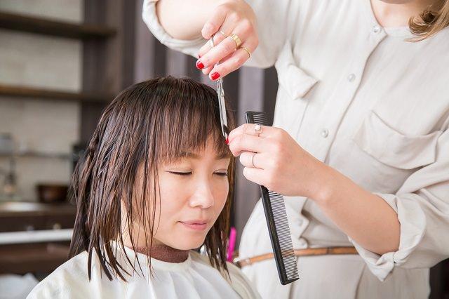 前髪の量を減らす方法