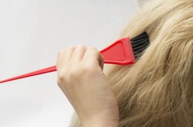 黒染め専用カラーは傷みやすい?普通のヘアカラーとの違い