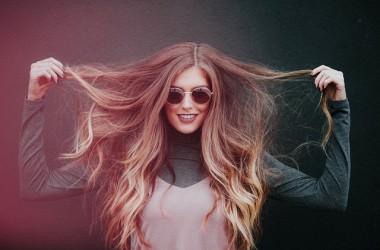 髪の内側がチリチリになる理由とケア方法