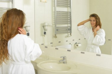 髪を水で整えるのは髪に良くない?