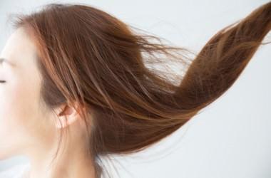 ヘアキャップでサラサラ髪を作れる?トリートメントパックのやり方 ヘアケア講座