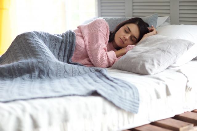 寝る前・寝ている間にできるヘアケアとは?
