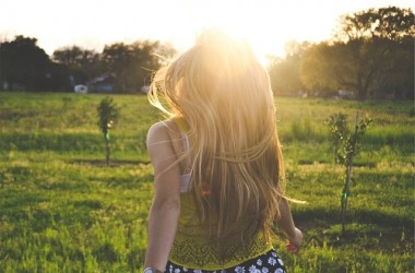 髪をおろしていても、首は日焼けするの?