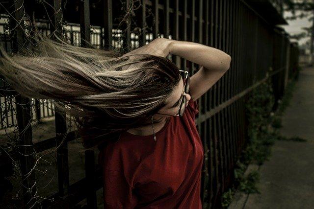 自分の髪に合ったストレートパーマと正しいケア方法でツヤ髪を目指そう!