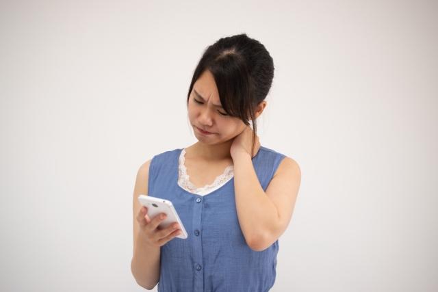 髪の毛にも悪影響が!現代人の多くが悩まされるストレートネックの改善方法とは