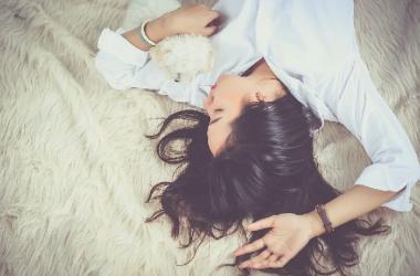 睡眠時間と薄毛・抜け毛に関係があるって本当? ヘアケア講座