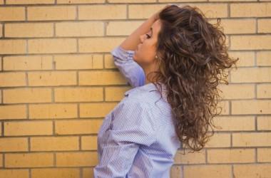 髪の老化を感じたら!頭皮のケアと食べ物でアンチエイジングする方法